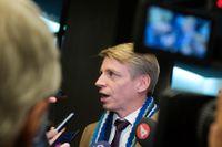 Finansmarknadsminister Per Bolund (MP) i samband med att flygskatteutredningen överlämnades till regeringen. Arkivbild.