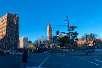 Nedstängningen fortsätter i Australiens största stad Sydney. Det är nästintill folktomt utanför den vanligtvis livligt trafikerade centralstationen. Arkivbild.