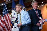 Republikanerna Jim Jordan, till vänster, och Kevin McCarthy meddelar att de bojkottar utredningskommittén.