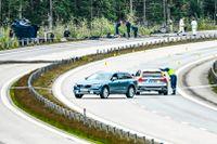 Polisens kriminaltekniker och utredare arbetar på måndagseftermiddagen på olycksplatsen på E4 vid Markaryd på till där konstnären Lars Vilks, 75, och två poliser omkom när fordonet de färdades i krockade med en lastbil.