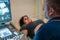 Maya Simonpour väntar sitt andra barn, som hon fått med hjälp av en IVF-behandling. I USA hade det kostat henne mellan 100000 och 300000 kronor. I Israel var det i princip gratis.