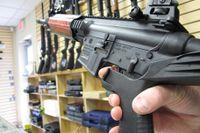 """Ett ombyggt vapen med en så kallad """"Bump stock"""",  som gör att vapnet kan skjuta flera hundra skott i minuten."""