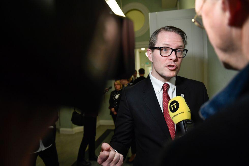 Lars Hjälmered (M).