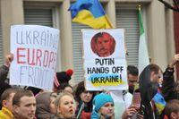 Demonstranter i London jämför Putin med Stalin.