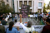 Manifestation i Sacramento, Kalifornien, i anslutning till att fristadslagarna prövades i en federal domstol 2018. Arkivbild.