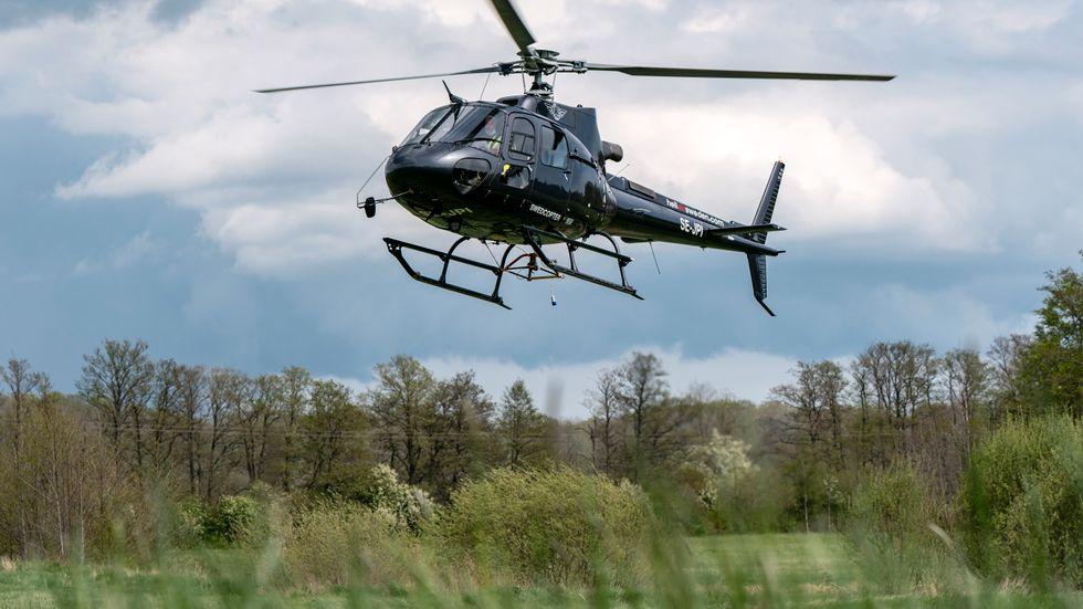 De flygande resurserna innefattar skogsbrandsbevakning med flyg, helikoptrar för brandbekämpning och mindre skopande flygplan för brandbekämpning. Bilden är från en övning utanför Karlskrona tidigare i år.