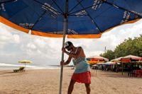 Glest på Balis stränder. Bara inhemska turister får besöka ön i nuläget. Bild från slutet av juli.