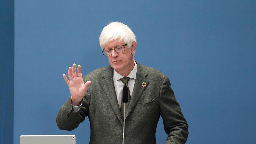 Det är olämpligt för den ovaccinerade att besöka barer eller gå ut och dansa, anser Folkhälsomyndighetens generaldirektör Johan Carlson. Arkivbild.