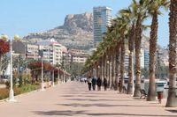 Gå på strandpromenaden i Alicante – utan att behöva lämna hemmet.