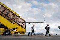 Passagerare från det sista danska planet från Afghanistan går i land i Köpenhamn den 27 augusti.