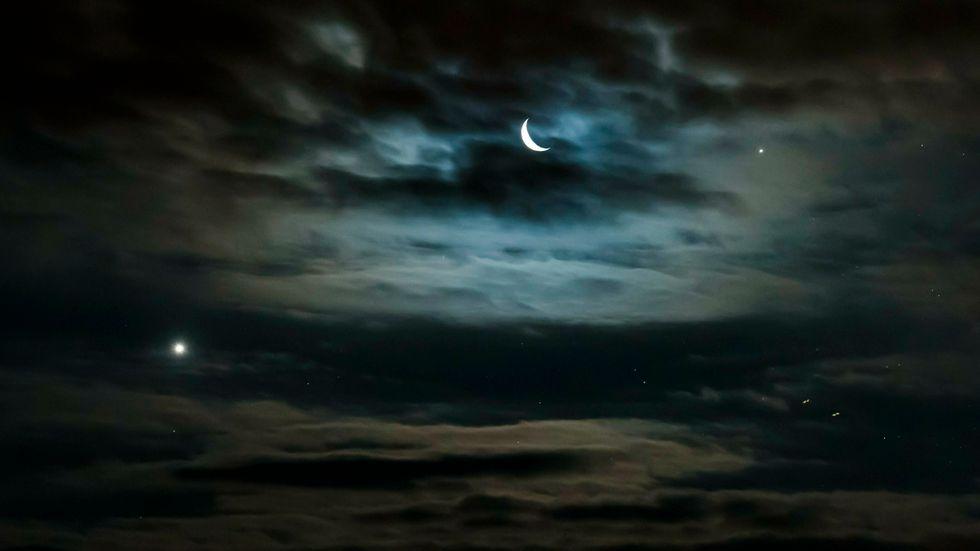 """Luficer betyder Ljusbärare och syftade ursprungligen på """"Morgonstjärnan"""", det vill säga planeten Venus (till vänster i bild)."""