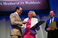Prins Daniel delade ut priset till Barbara Bergström.