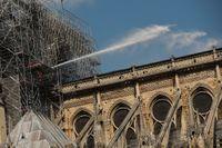 Miljarder från bland annat modeindustrin ska bidra till att bygga upp den eldhärjade katedralen Notre-Dame.