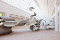 """Siri Aurdal, """"Continuum"""".  Den 20 x 40 meter stora installationen på Malmö Konsthall är skapad av av rör av den typ som användes inom den norska oljeindustrin under 60-talet."""