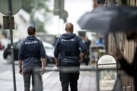 Poliser i centrala Åbo efter attacken.