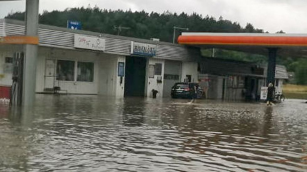 Översvämning under fredagen vid bensinstation på Orust i Bohuslän.