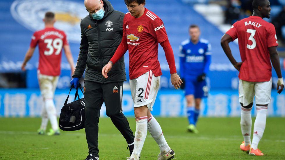 Manchester Uniteds Victor Nilsson Lindelöf tränade på måndagen och är aktuell för spel i tisdagens ligamatch mot Burnley.