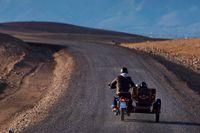 På väg. Från staden Amizmiz vid foten av Höga Atlas går resan till den lilla berberbyn Toulkine med 320 invånare.