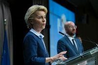 EU-kommissionens ordförande Ursula von der Leyen tillsammans med permanente rådsordföranden Charles Michel efter ett av vårens många webbtoppmöten om coronakrisen. Arkivbild.