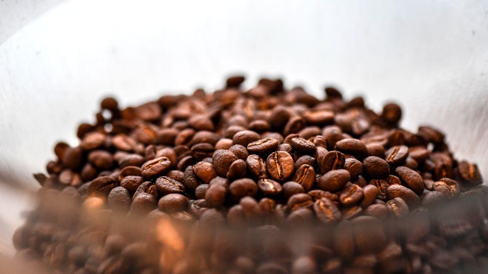 Marknadspriset på kaffe är så lågt att bönder har svårt att få ihop affären, enligt svenska rosterier. Arkivbild.