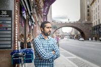 Programmeraren Tayyab Shabab utvisades från Sverige för att hans förra arbetsgivare gjorde en miss med pensionsinbetalningar. Detta och andra fall satte fart på debatten om hur högutbildade arbetskraftinvandrares uppehållstillstånd hanteras.
