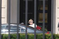 Högsta domstolens ordförande Malgorzata Gersdorf lämnar sin bil för att möta Polens president Andrzej Duda i Warszawa.