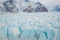 Även om de globala utsläppen hålls inom Parisavtalets gränser väntas nära hälften av den arktiska permafrosten försvinna.