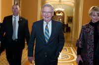 Majoritetsledaren Mitch McConnell vädjar om partiöverskridande överläggningar ör att få till stopp på nedstängningen av USA:s statsapparat.
