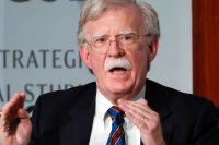 John Bolton var president Donald Trumps nationella säkerhetsrådgivare mellan april 2018 och september 2019. Nu har han skrivit en bok om denna tid – en bok som Trump försöker stoppa.