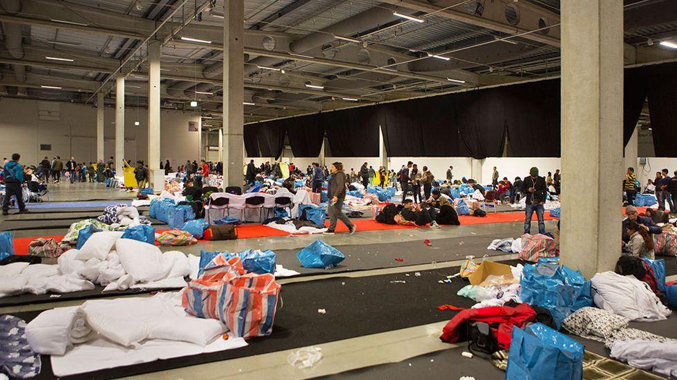 Nyanlända flyktingar som tillfälligt inkvarterades i Malmömässans utställningshall, i november i år.