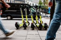 """Avgiften kan innebära slutet för ett antal elsparkcykelföretag, enligt investerare. """"Verkningslöst,"""" enligt expert på Stockholms handelskammare."""