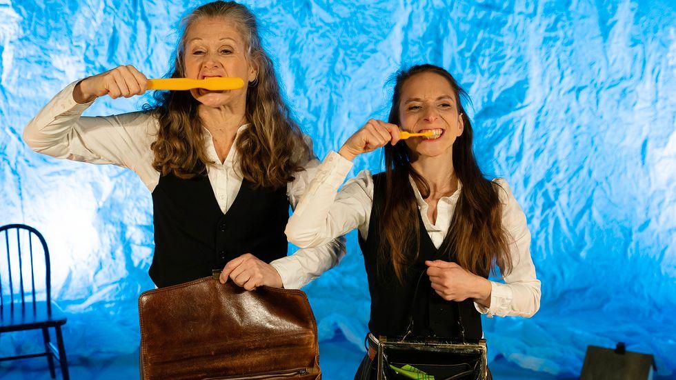 """Sara Myrberg och Nelly Zagora har ett samstämmigt rörelsespråk i """"Drömskt""""."""