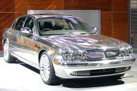 Jaguar XJ – en av bilarna som säljer som smör i Kina.