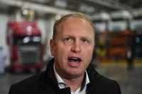 Henrik Henriksson, vd för Scania, varnar för långt fabriksstopp.