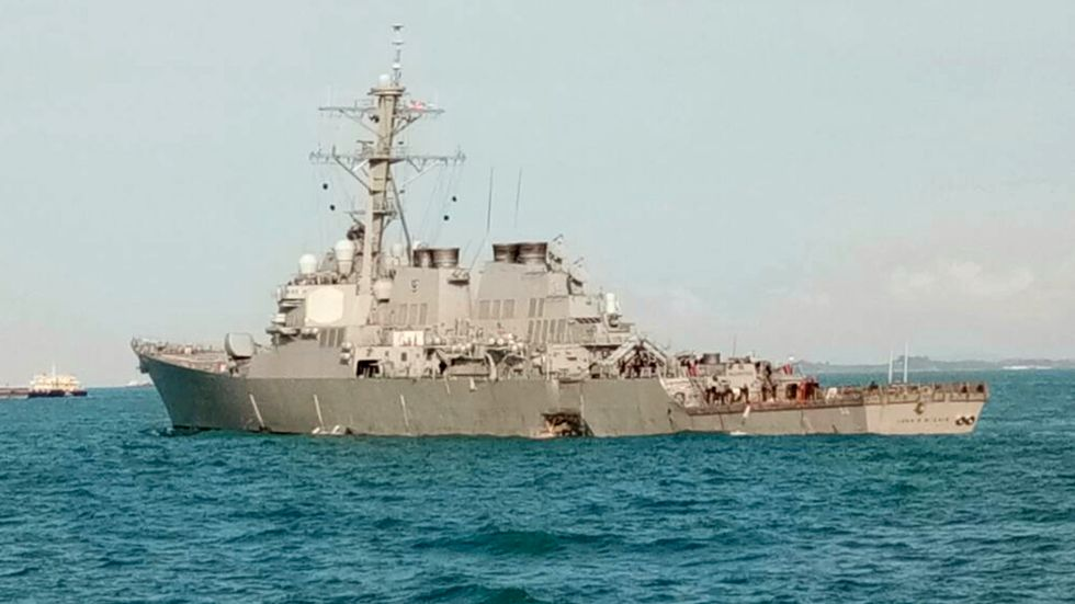 Krigsfartyget USS JohnS McCain efter krocken.