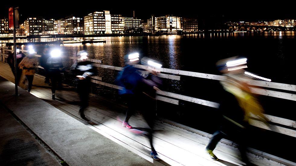 Mörkerlöpning i Stockholm. Utan efterföljande vila bryts kropparna ner.