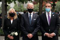 Den dåvarande presidentkandidaten Joe Biden, hustrun Jill Biden och New Yorks guvernör Andrew Cuomo på en minnesceremoni för terrorns offer i fjol, den 11 september 2019.