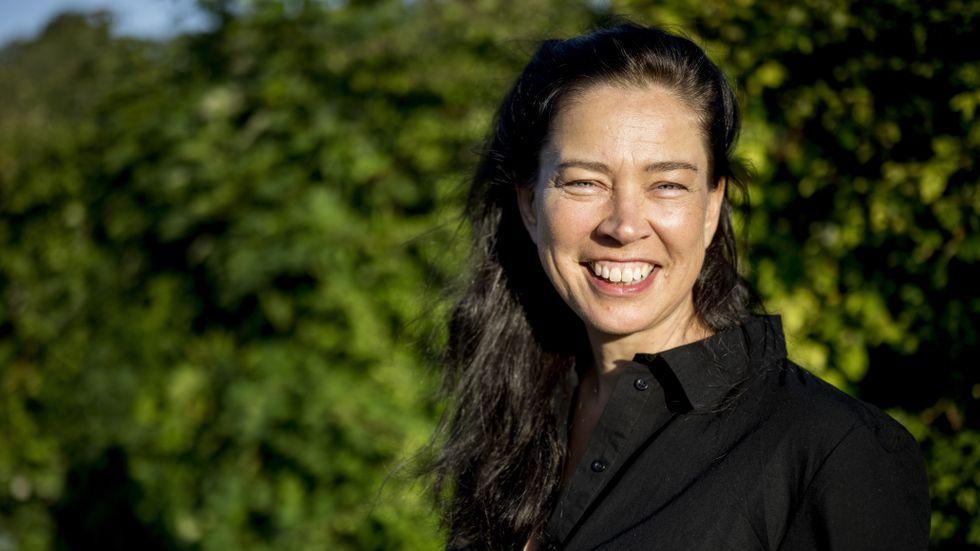 """Marie Lundström leder """"Lundströms Bokradio"""" i P1. Hennes debutroman handlar om Isabel som har en man, två söner och en älskare."""
