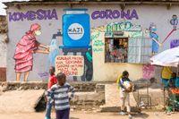 En väggmålning i Nairobi, Kenya, påminner om vikten av att tvätta händerna för att hejda coronavirusets framfart.