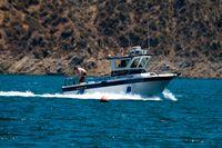 En polisbåt på Lake Piru i Kalifornien, där Naya Rivera drunknade.