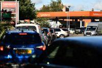 Långa köer för att få tag i bensin efter förarkrisen