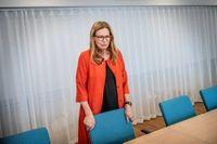 Det är fortsatt oklart om Swedbanks tidigare vd Birgitte Bonnesen har delgivits misstanke om brott.