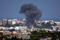 De israeliska anfallen mot Gaza fortsatte under söndagen. Israel har nu uppmanat invånarna i norra Gaza att lämna sina hem inför ett stort anfall.