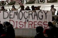 Demonstranter protesterar i Wisconsin mot Republikanernas försök att begränsa makten för den tillträdande guvernören Tony Evers, som är demokrat.