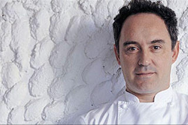 Utsikten från terassen på El Bulli. Ferran Adrià tänker stänga restaurangen för gäster men fortsätta att utveckla nya matupplevelser där.