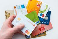 Det stjäls så många kortuppgifter att bedragarna inte ens hinner använda dem.