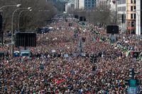 Hundratusentals unga samlades på Washingtons gator under lördagen mot vapenvåld och för säkrare skolor I USA.