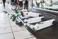 För att bolagen ska få ställa ut elsparkcyklar krävs det tillstånd, enligt polisen.
