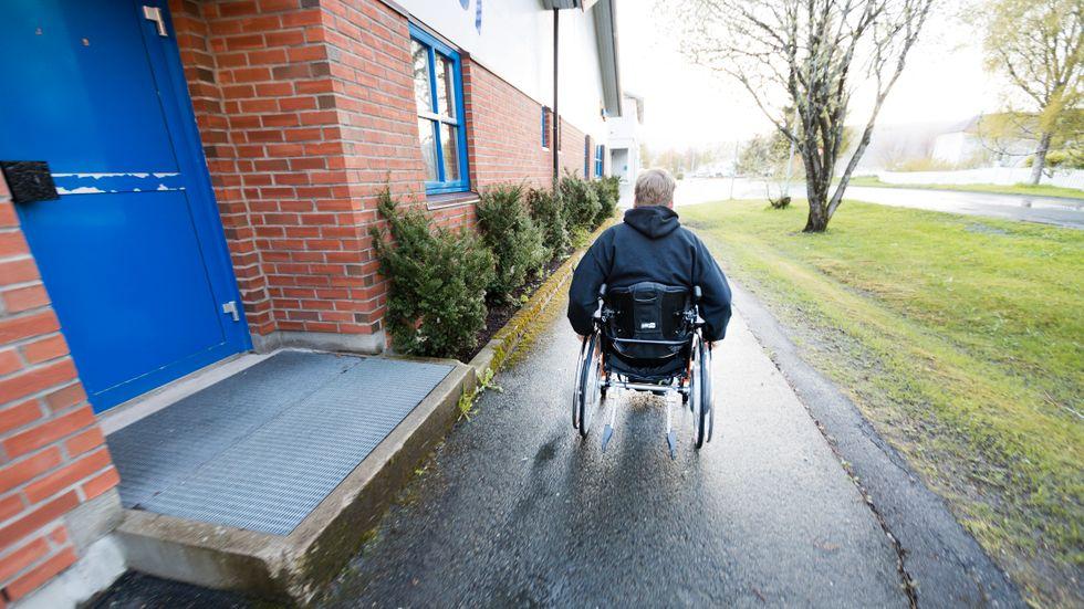 En man som är... handikappad, funktionshindrad eller en person med funktionsvariation?
