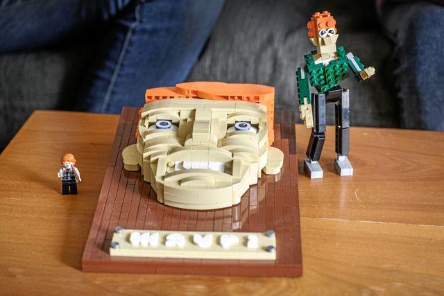 """Tre stycken lego-Mauri. Första avsnittet av """"Lego masters Sverige"""" sänds den 25 oktober på TV4."""